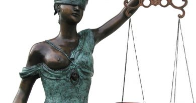 Politikai formuoja viešąją nuomonę nusižengdami įstatymui?